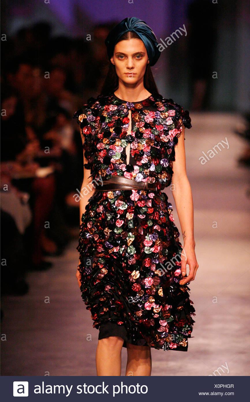 100% originales brillante en brillo cupón de descuento Prada Milan listo para vestir Primavera Verano Mujer ...