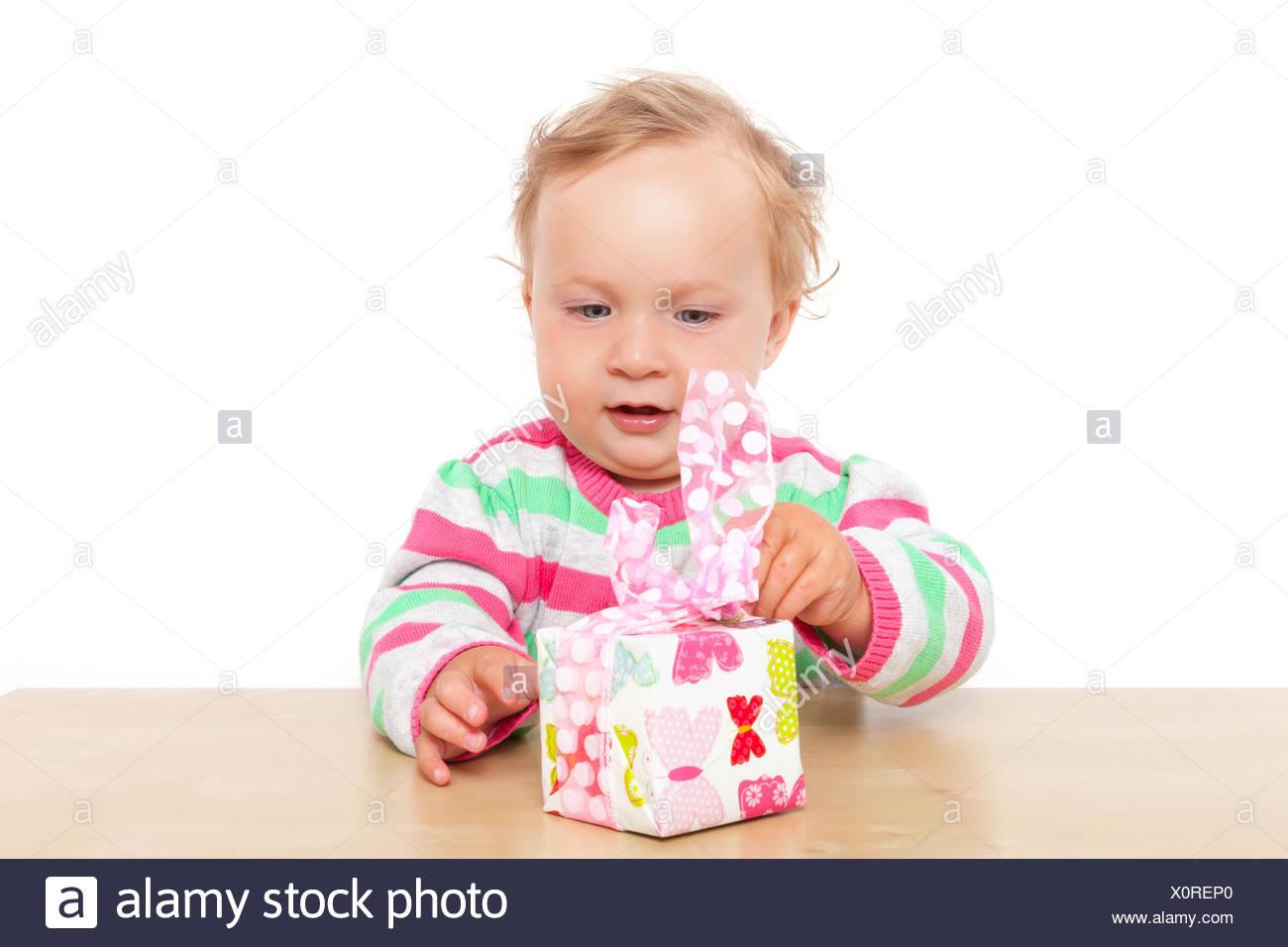 Baby Girl desenvolver presente. Imagen De Stock