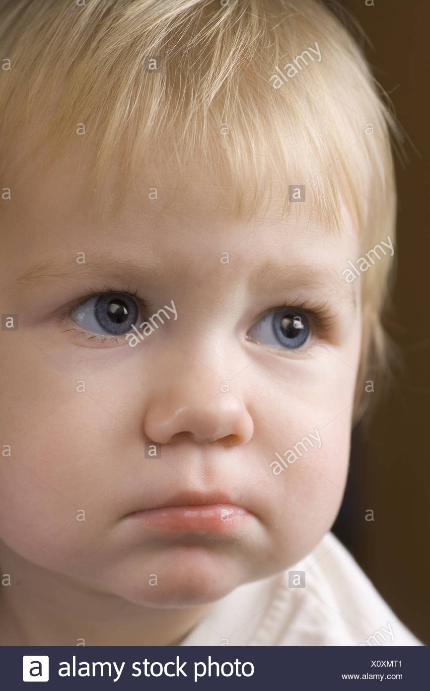 Rubia con 14 meses alicaído expresión Imagen De Stock