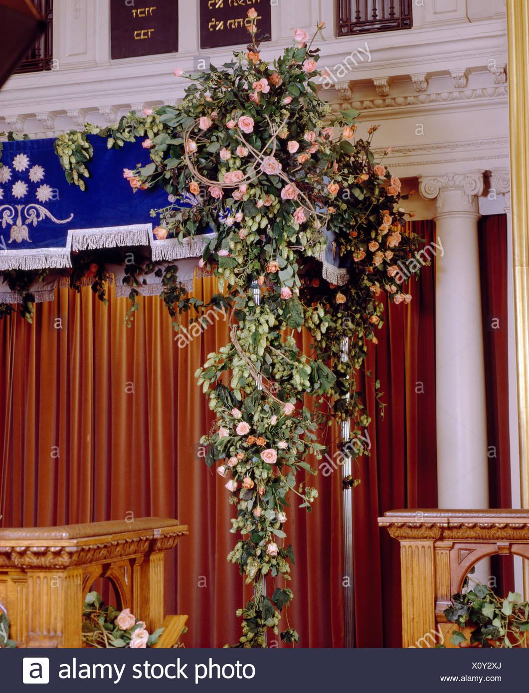 Rosas Rosas En Suntuosos Arreglos Florales En El País
