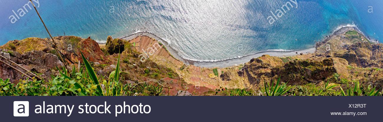 Vista desde el Cabo Giro hacia el mar, Portugal, Madeira, Camara de Lobos Imagen De Stock