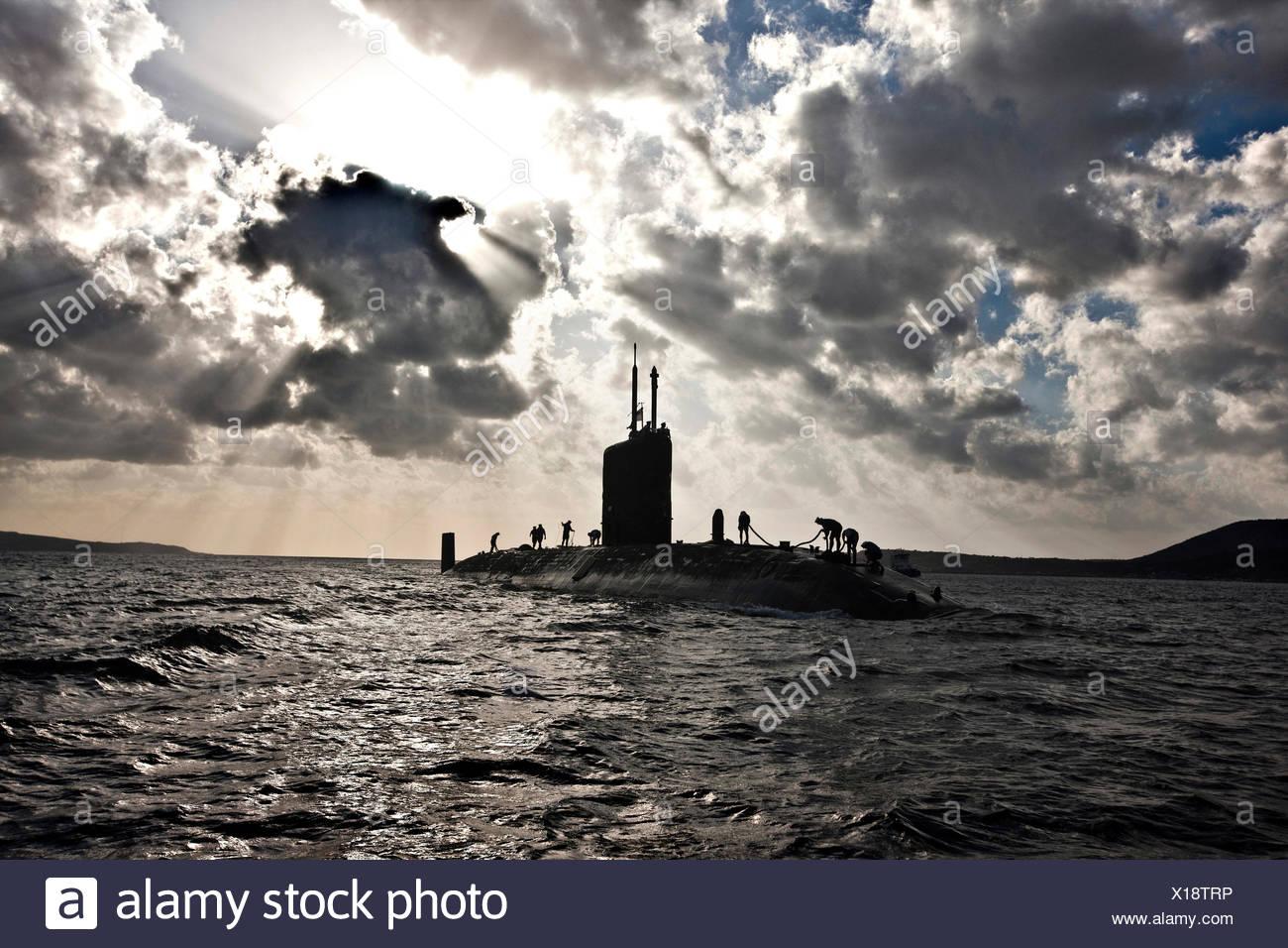 Submarino nuclear HMS Talent y tripulación, retroiluminado en Egipto Imagen De Stock