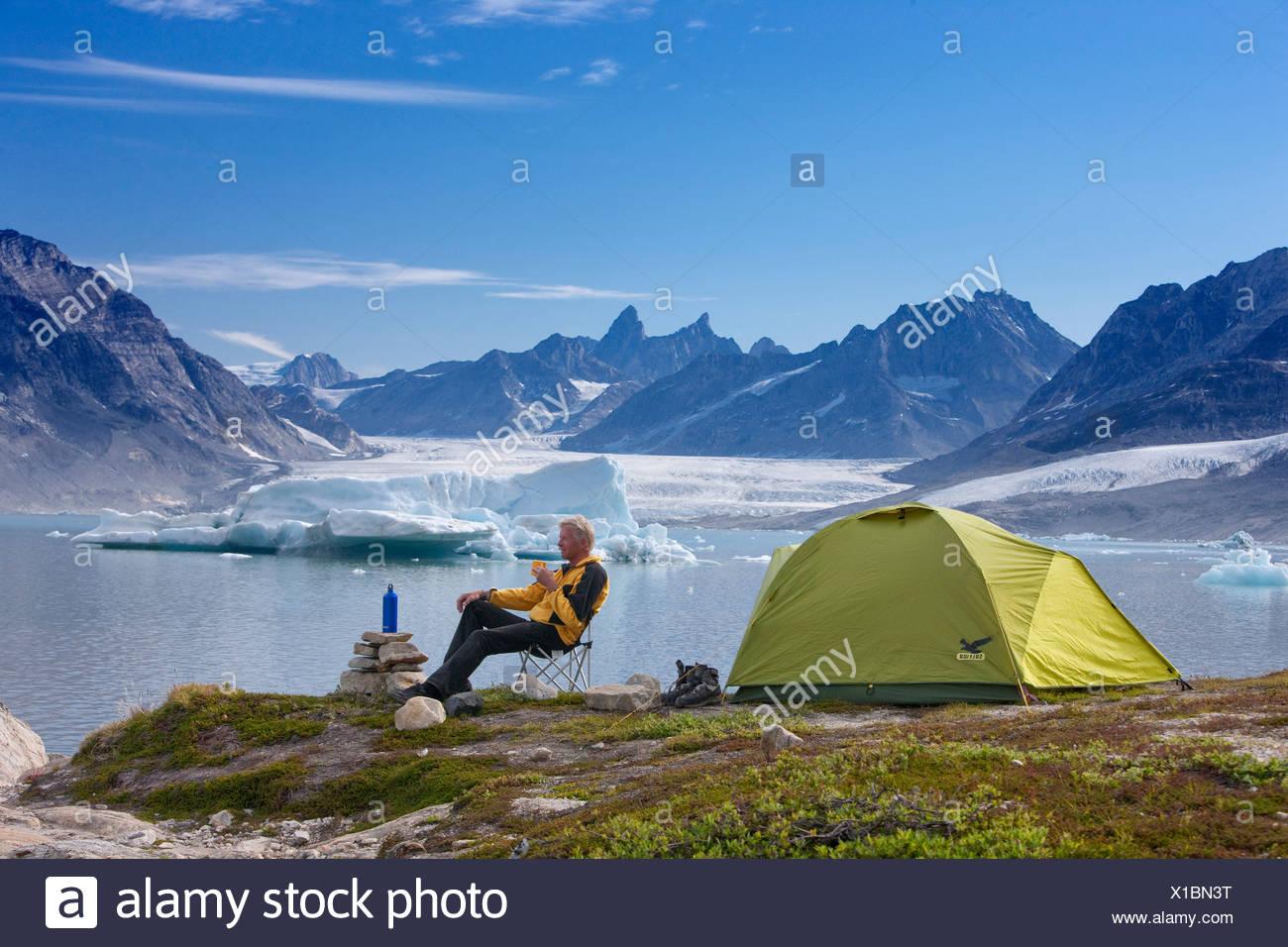 Sermiligaaq, camping, Karale, campamento, Groenlandia, el este de Groenlandia, glaciar, hielo, huevo, morena, el hombre, la tienda Foto de stock