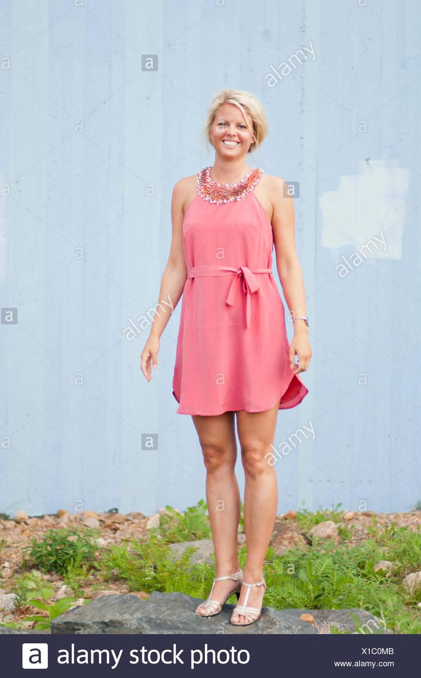Halter Dress Imágenes De Stock & Halter Dress Fotos De Stock - Alamy
