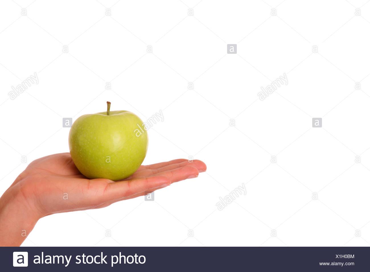 Manzana Verde en mano de mujer Foto de stock