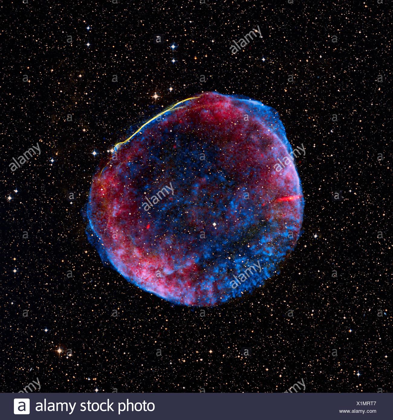 Una imagen compuesta de los remanentes de supernova SN 1006, que se encuentra a unos 7000 años luz de la tierra Imagen De Stock