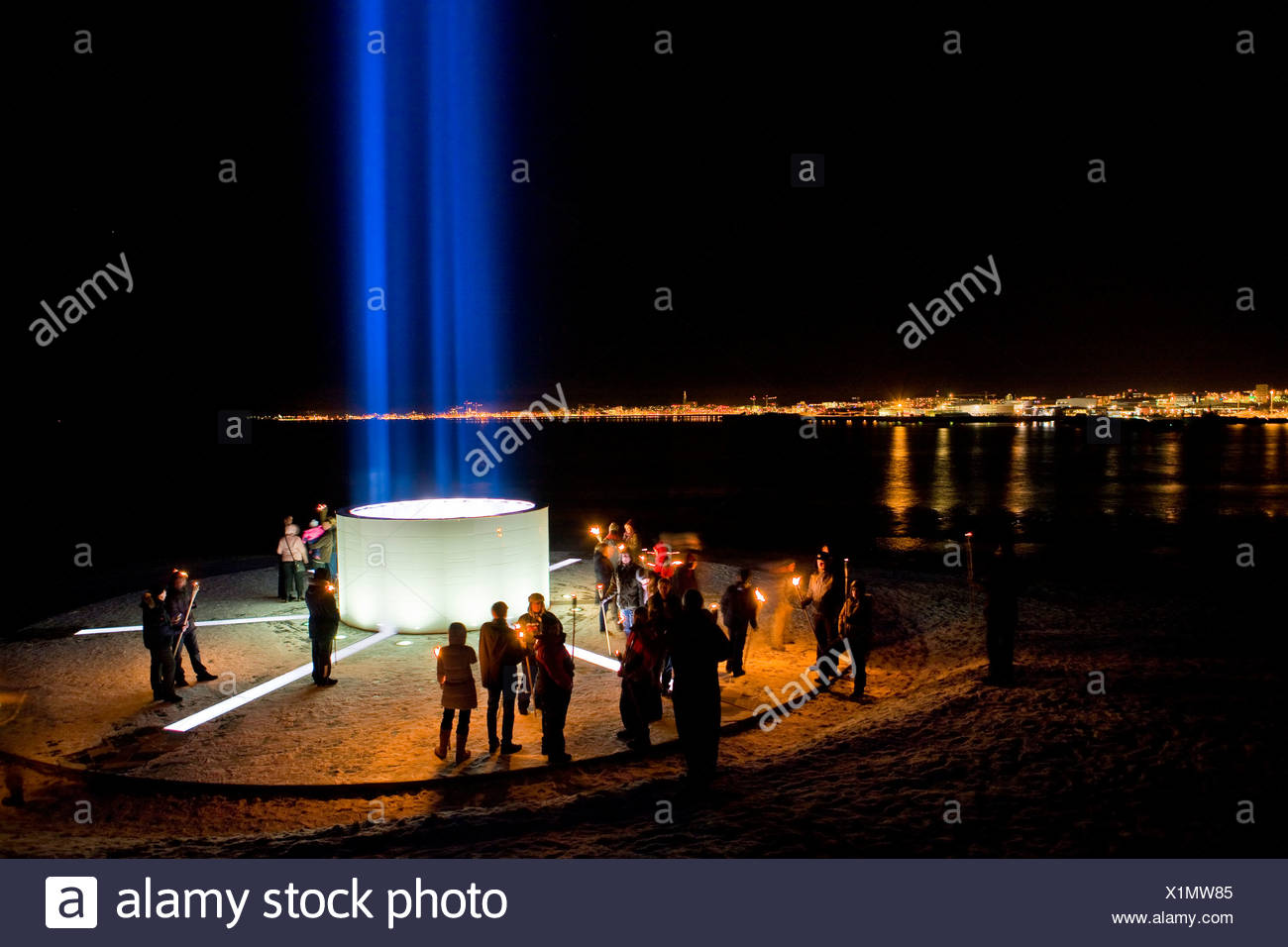 La Imagine Peace Tower en Videy Island, Reykjavik, Islandia Imagen De Stock