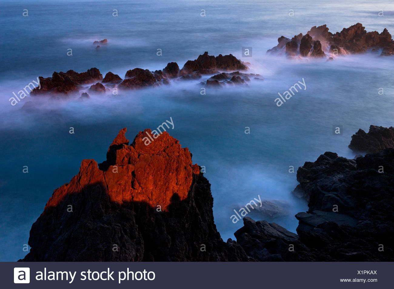 Portugal, Madeira, mar, costa, Luz, roja, pintura, rock, blue, ambiente, paisaje, Portugal, Madeira, mar, costa, Luz, roja, pintura, rock, blue, ambiente, paisaje, Imagen De Stock
