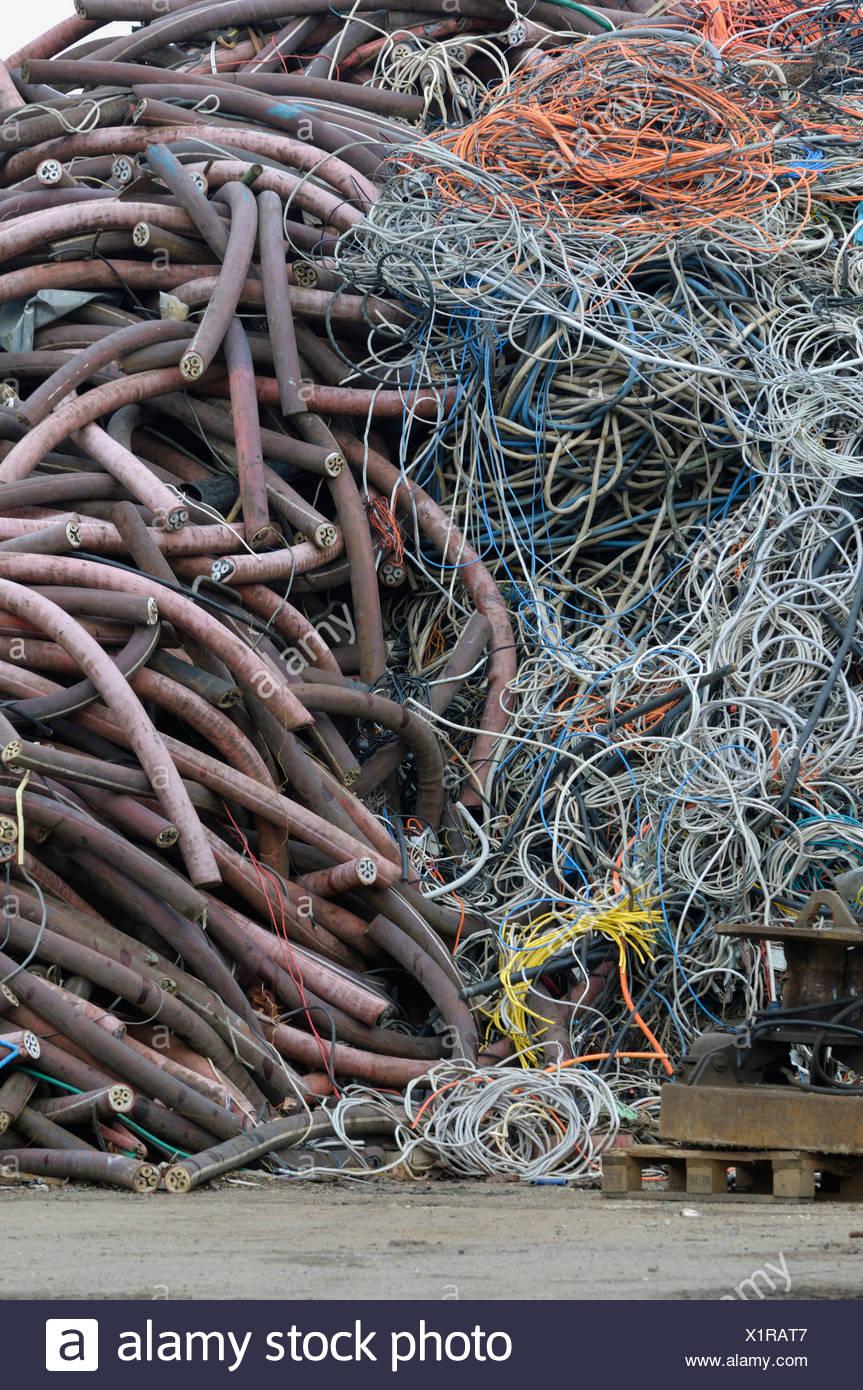 Punto de recogida de cable, el reciclaje de materias primas Imagen De Stock