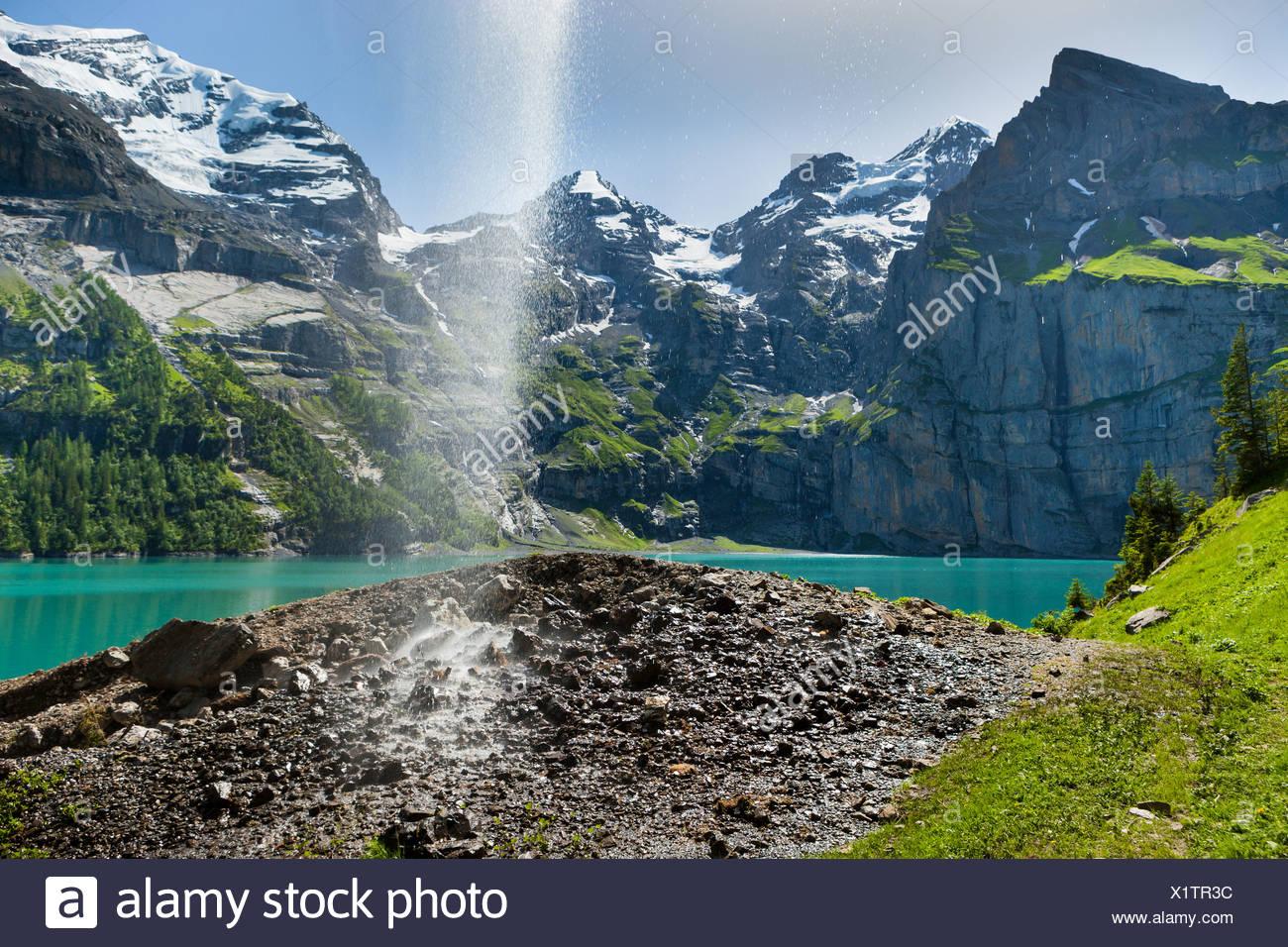 Lago, Lago Oeschinen, Suiza, Europa, cantón de Berna, en el Oberland Bernés Kandertal Kander, valle, montañas, lago de montaña, w Imagen De Stock