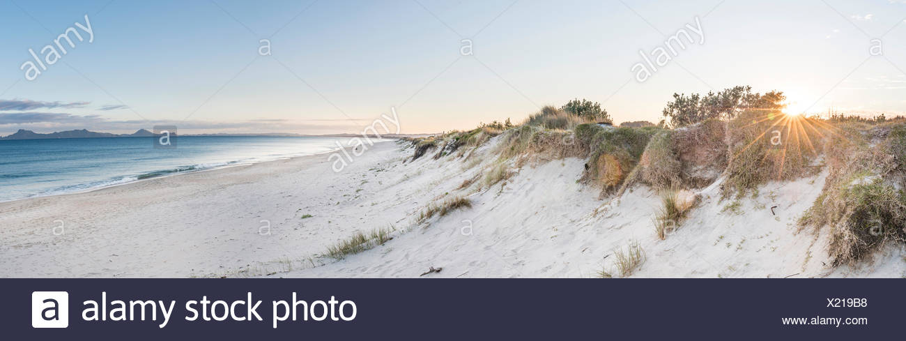 Playa al atardecer Waipu, Northland, Nueva Zelanda Imagen De Stock