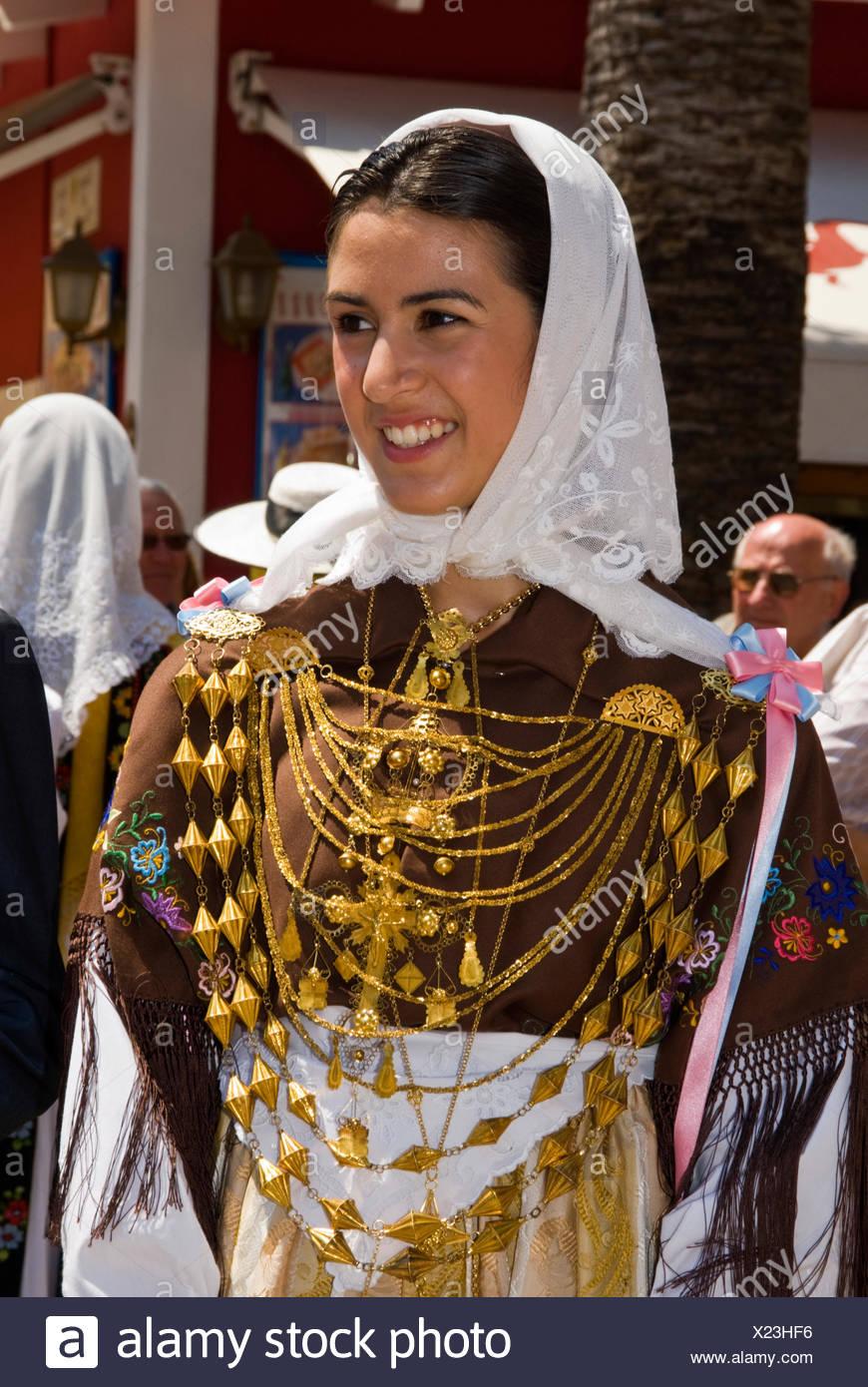 Typical costume im genes de stock typical costume fotos de stock alamy - Las chicas de oro espana ...