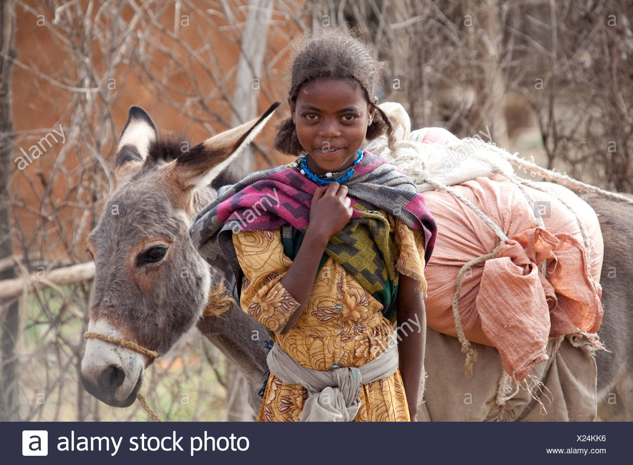Pueblo Oromo, Etiopía, tribu, África, beber agua, Imagen De Stock