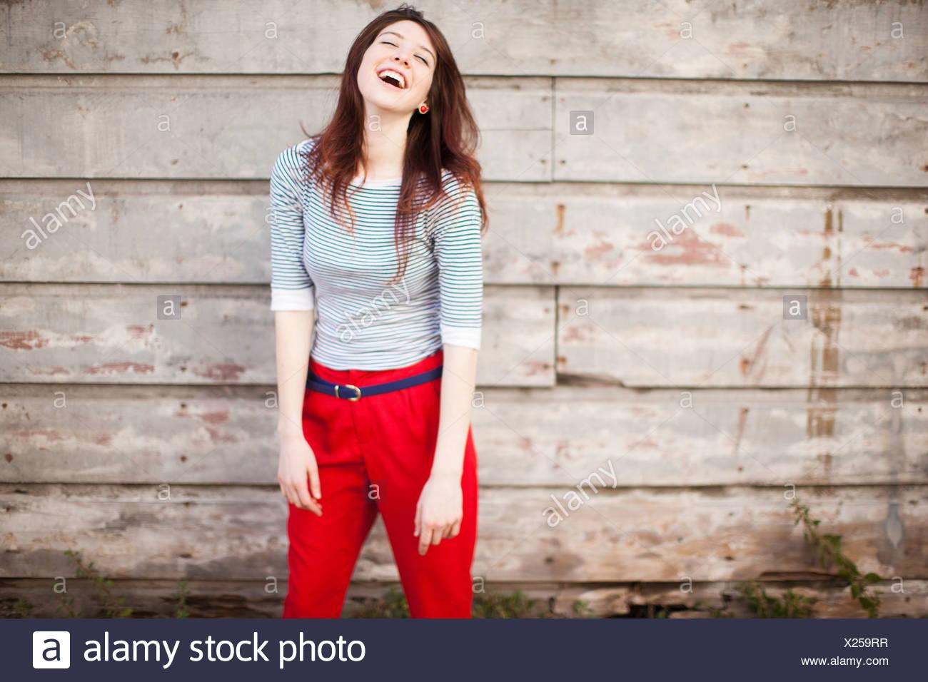 Retrato de mujer joven riendo Imagen De Stock