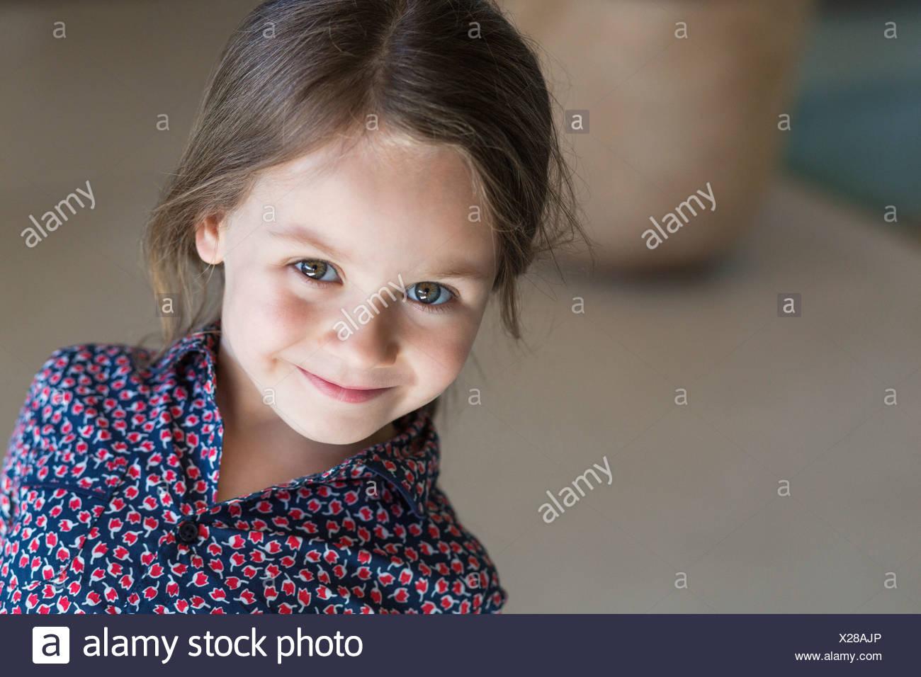Retrato de una chica sonriente Imagen De Stock