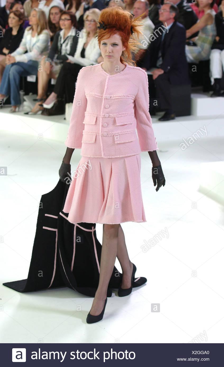 03ed3d701 Chanel Paris Haute Couture Black Imágenes De Stock   Chanel Paris ...