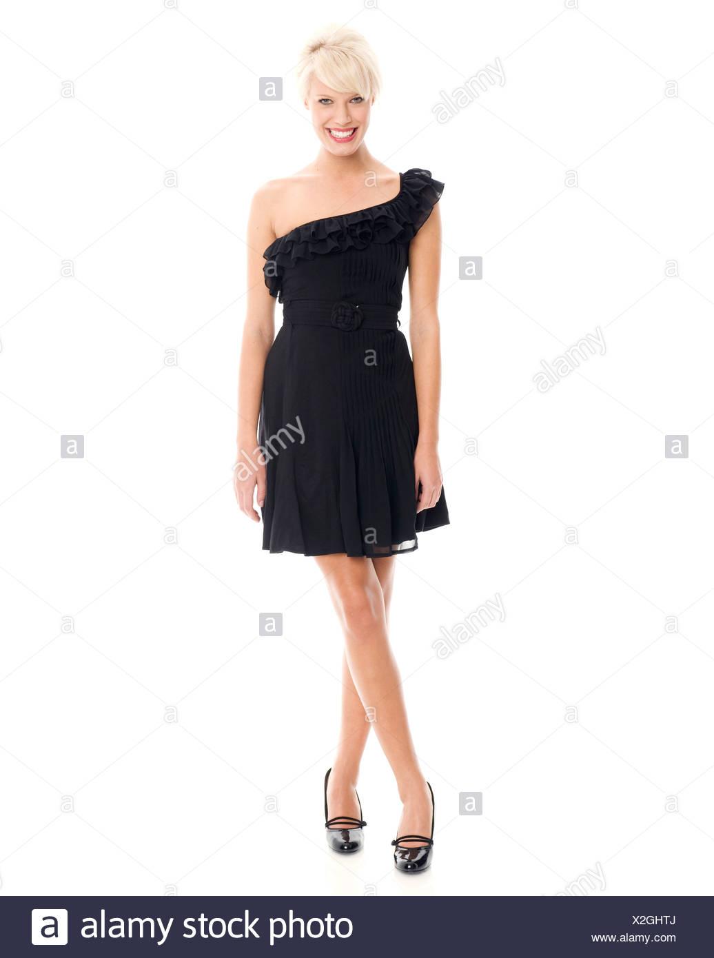 Mujeres Vistiendo Un Reborde Pequeño Vestido Negro Con