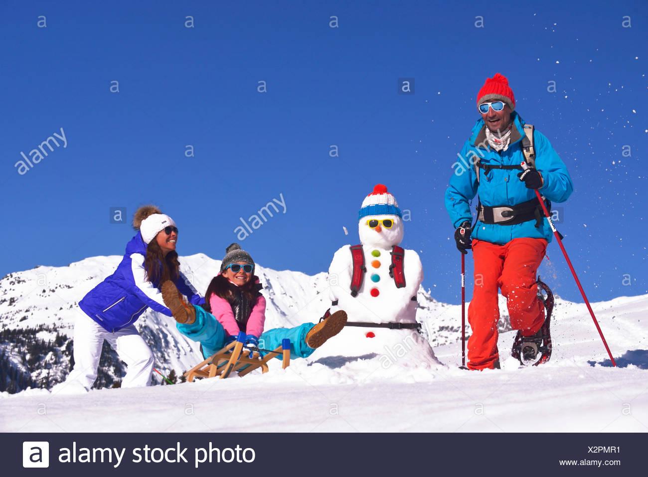 Familia de vacaciones en la nieve, Francia Imagen De Stock