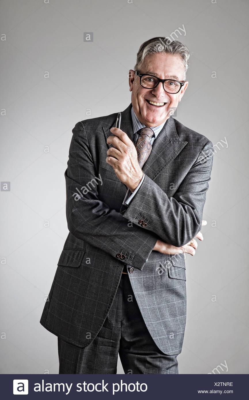 Retrato del hombre, vestido con traje de senior Foto de stock
