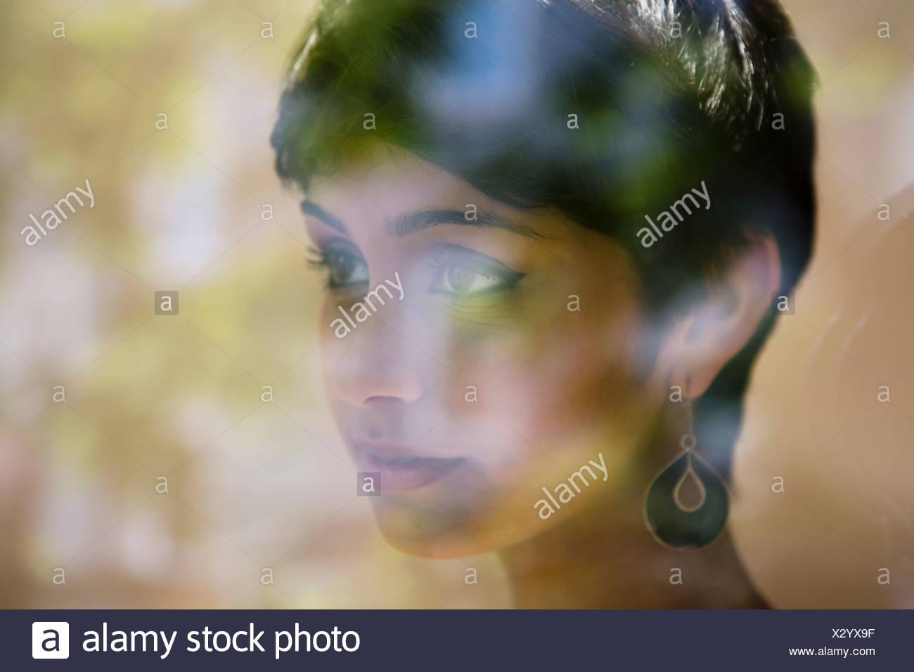 Retrato de mujer con pelo corto Imagen De Stock