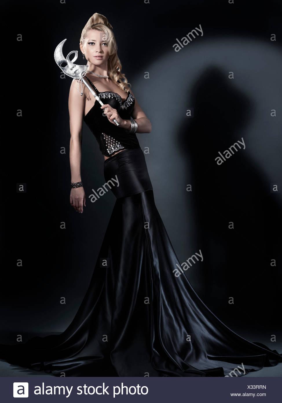 2ee57d173 Falda Elegante Imágenes De Stock & Falda Elegante Fotos De Stock - Alamy