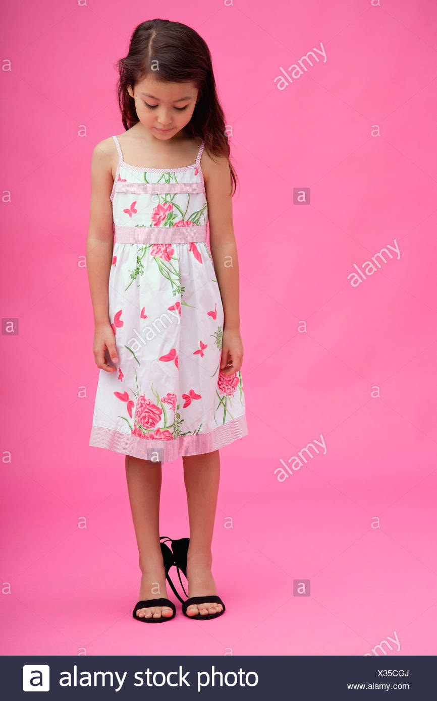 Young Girl Wearing High Heel Imágenes De Stock & Young Girl Wearing ...