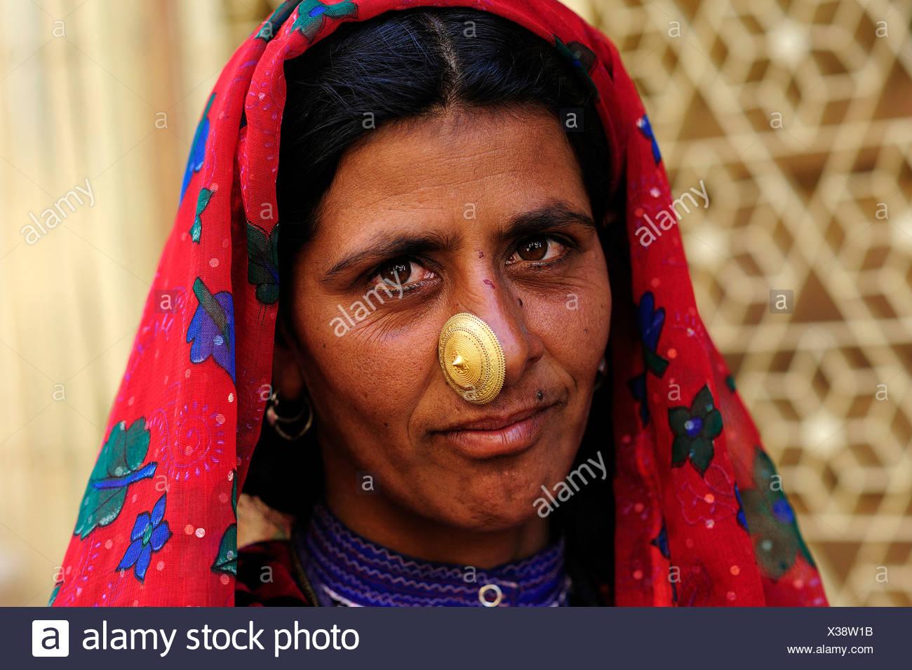 "Mujer india de los bishnoi"" grupo étnico con nariz de Oro Joyería, Jaisalmer, Rajasthan, India, Asia Imagen De Stock"