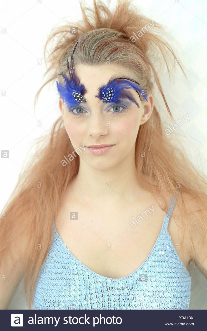 Mujer Jovenes Cejas Plumas Ver La Camara Retrato Retrato De