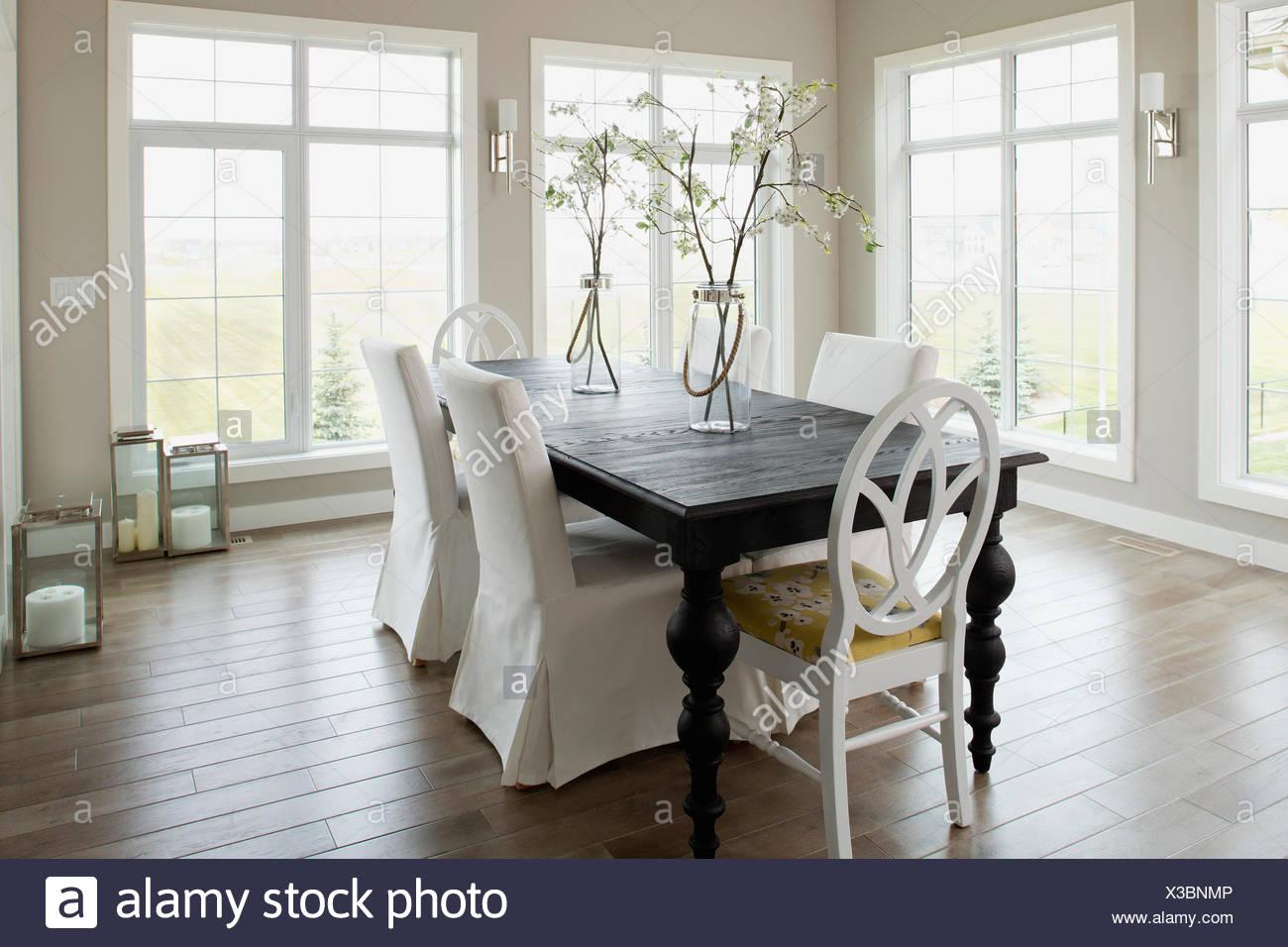 Comedor contemporáneo Foto & Imagen De Stock: 277468374 - Alamy