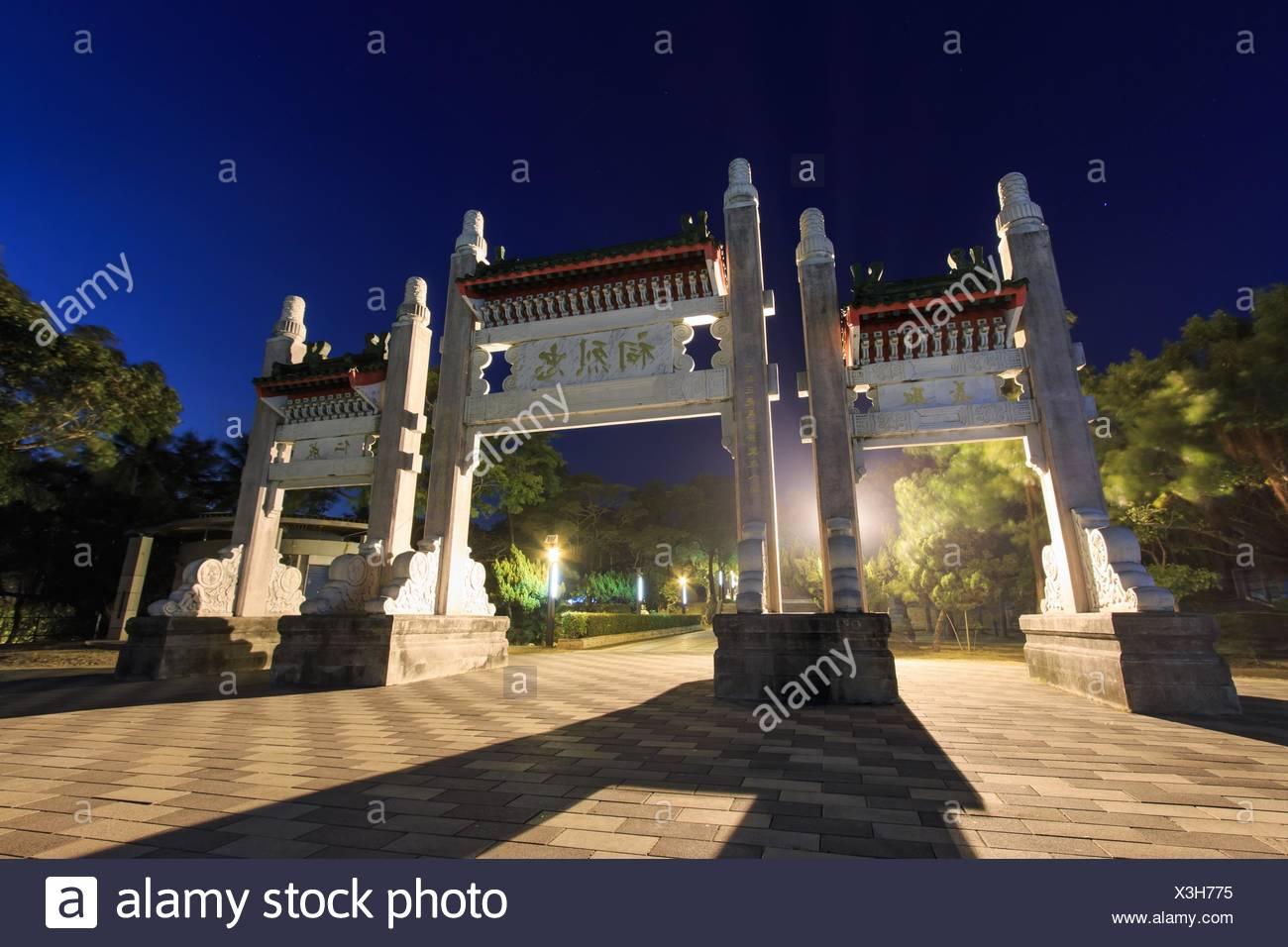 Mártir Santuario por la noche, Kaohsiung, Taiwán. Imagen De Stock
