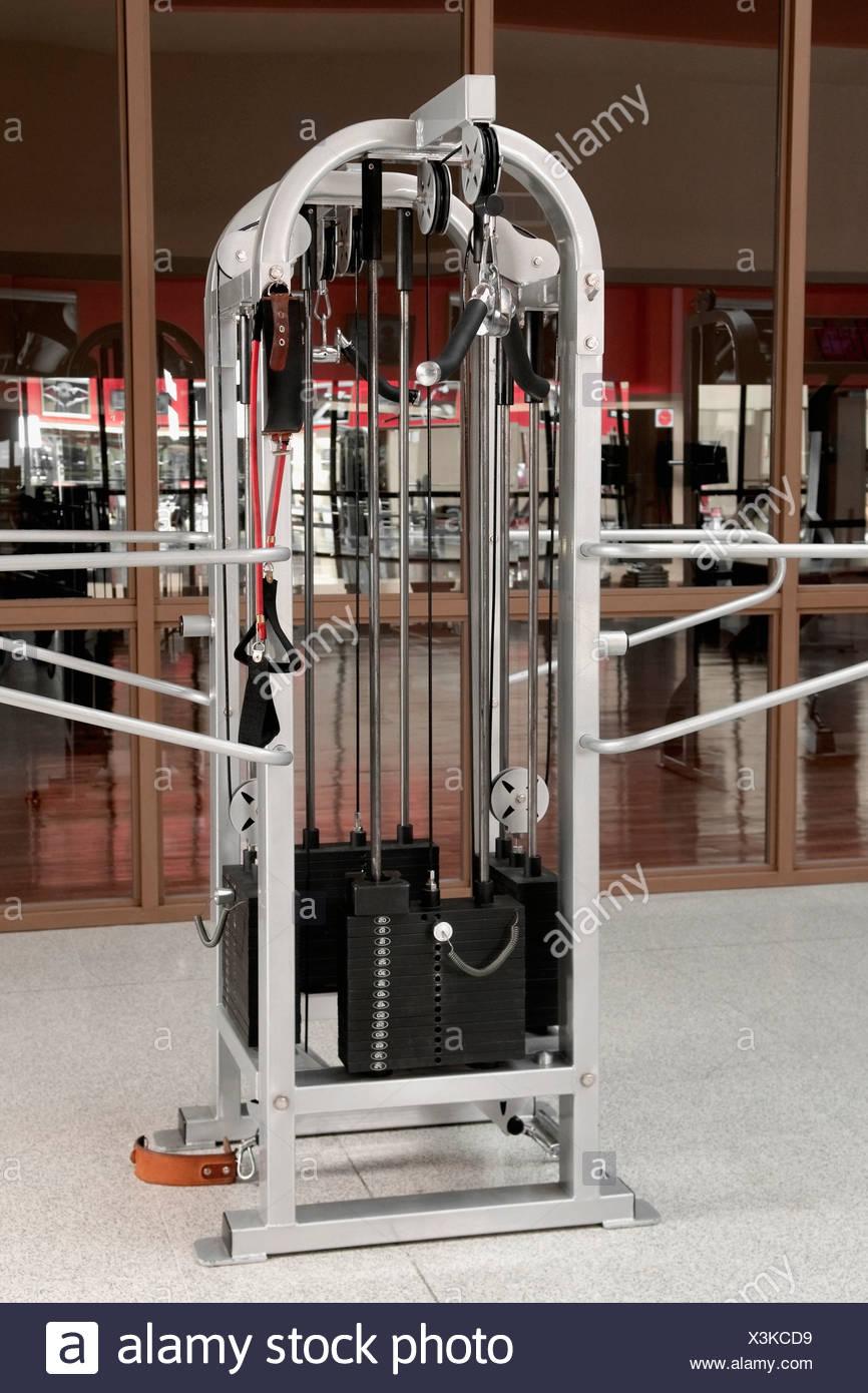 Máquina para hacer ejercicio en un gimnasio Imagen De Stock