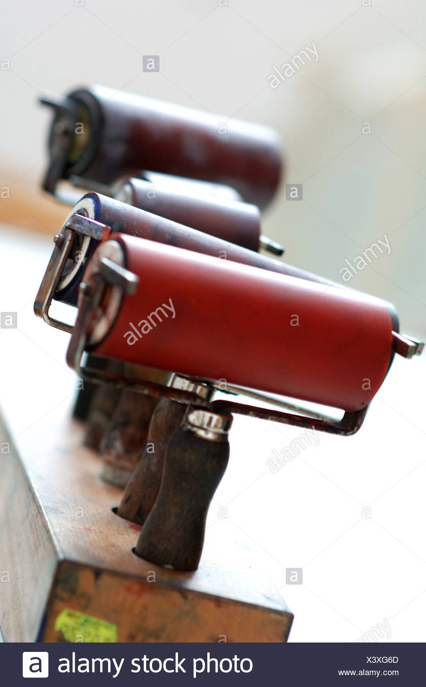 Pulse sobre la prensa en el rodillo rodillo para imprimir tiradas de impresión lino Imagen De Stock
