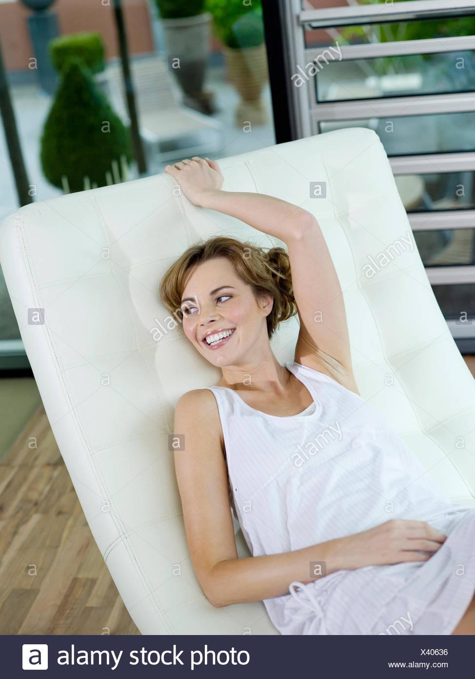 Mujer joven,vida doméstica Imagen De Stock