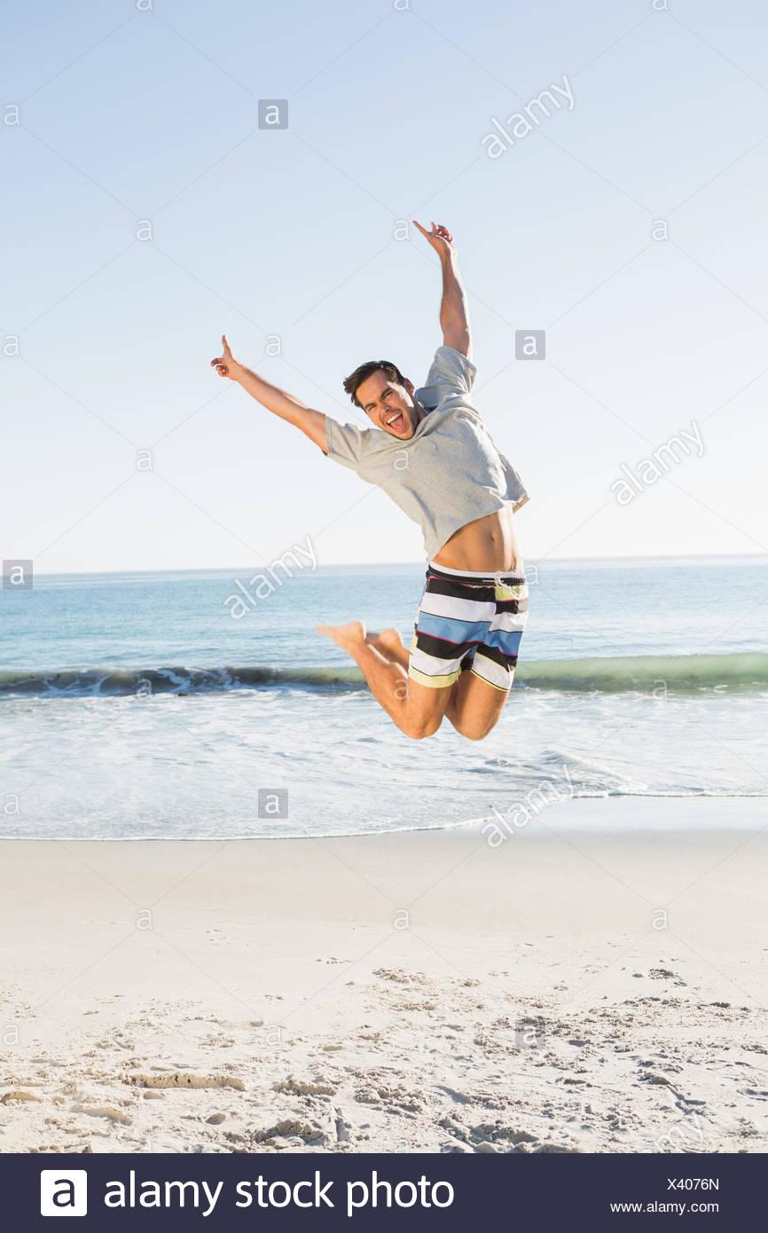Energetic guapo saltar Foto de stock