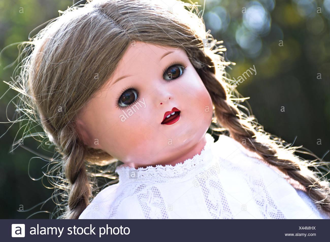 Antique Doll Imágenes De Stock & Antique Doll Fotos De Stock - Alamy