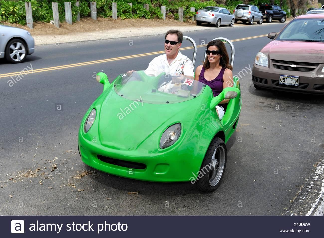 Par de mini coche de alquiler visita honolulu Oahu Hawai océano pacífico Imagen De Stock