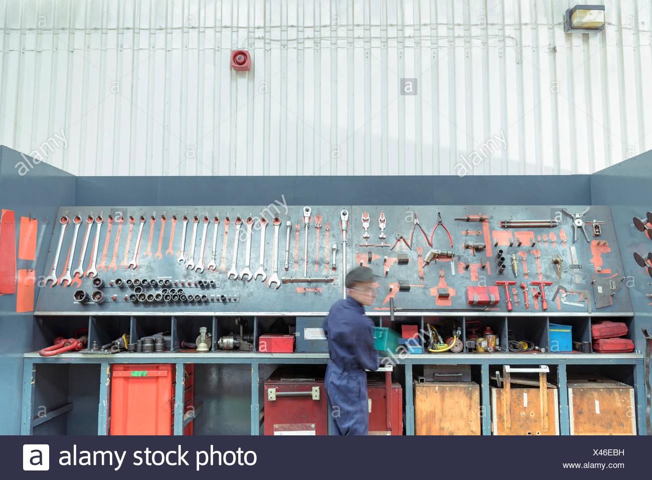 Herramientas de recogida de maquinista de locomotora en obras del tren Imagen De Stock