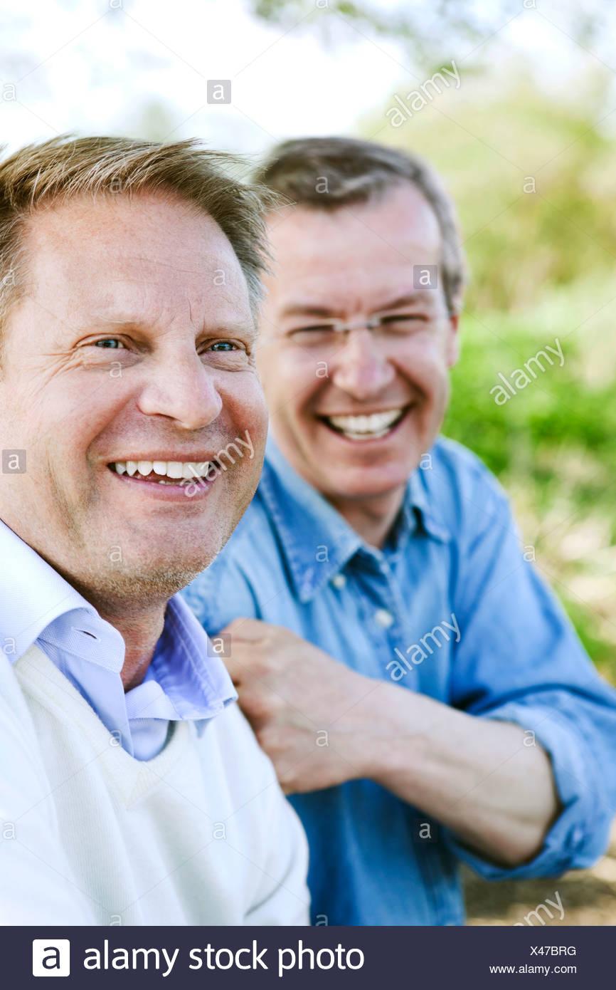 Close-up de alegre amigos disfrutando de sus vacaciones Imagen De Stock