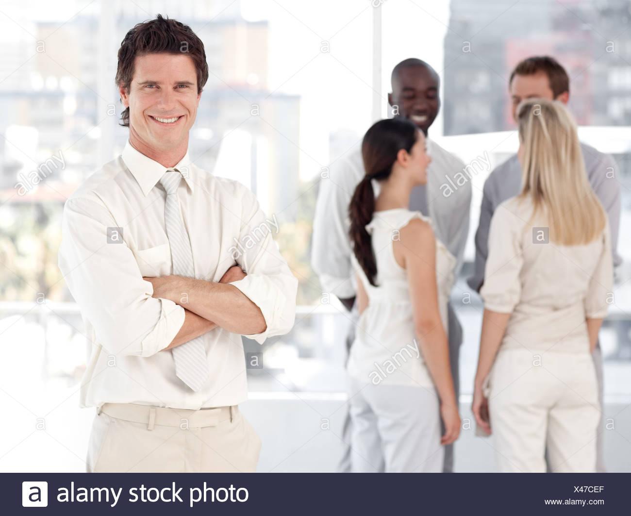Equipo empresarial mostrando el espíritu y expresan positividad Imagen De Stock