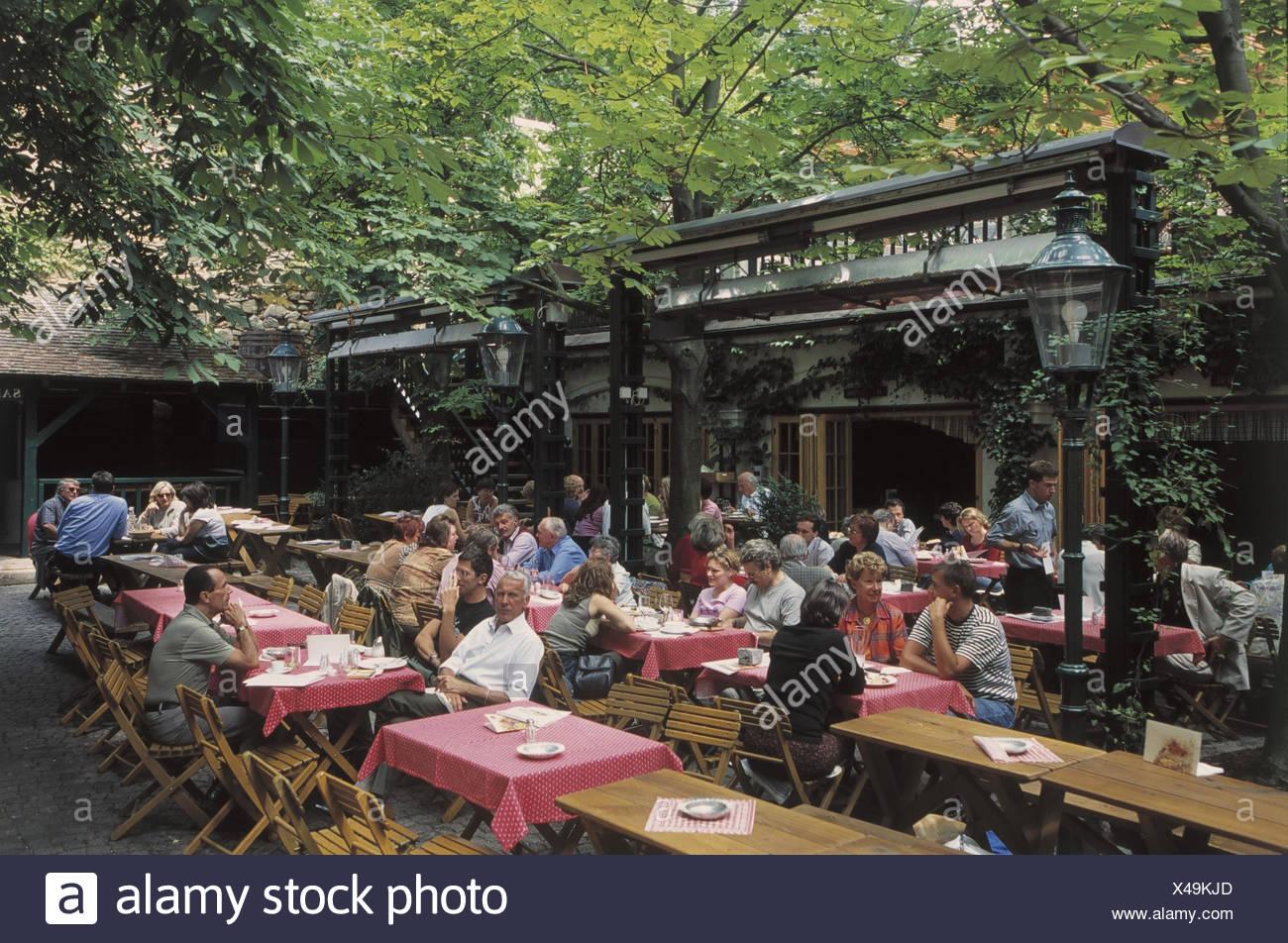 Austria Viena Grinzing Wine Bar Jardín Europa Capital