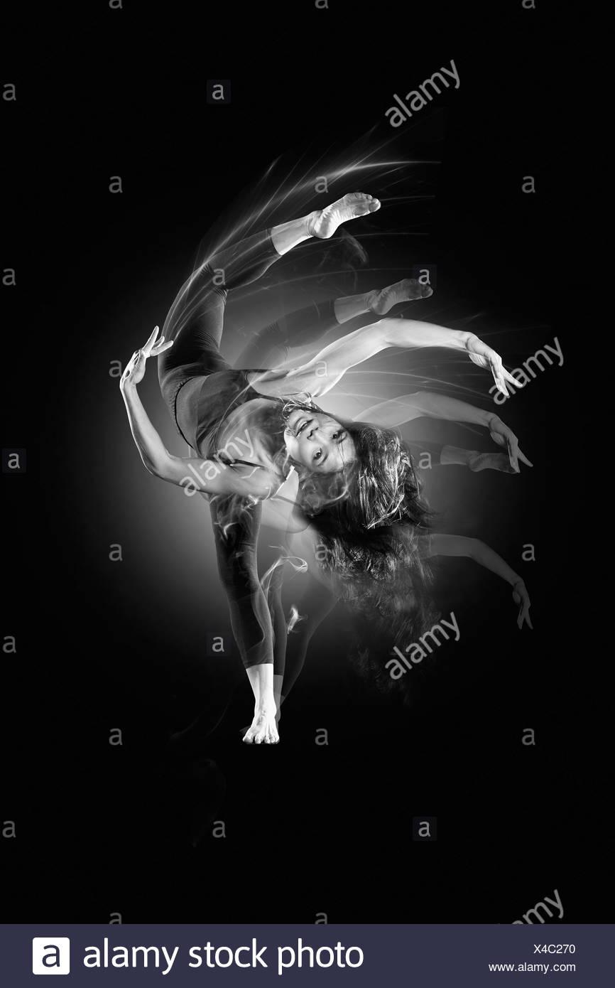 Mujer que baila flexible Imagen De Stock