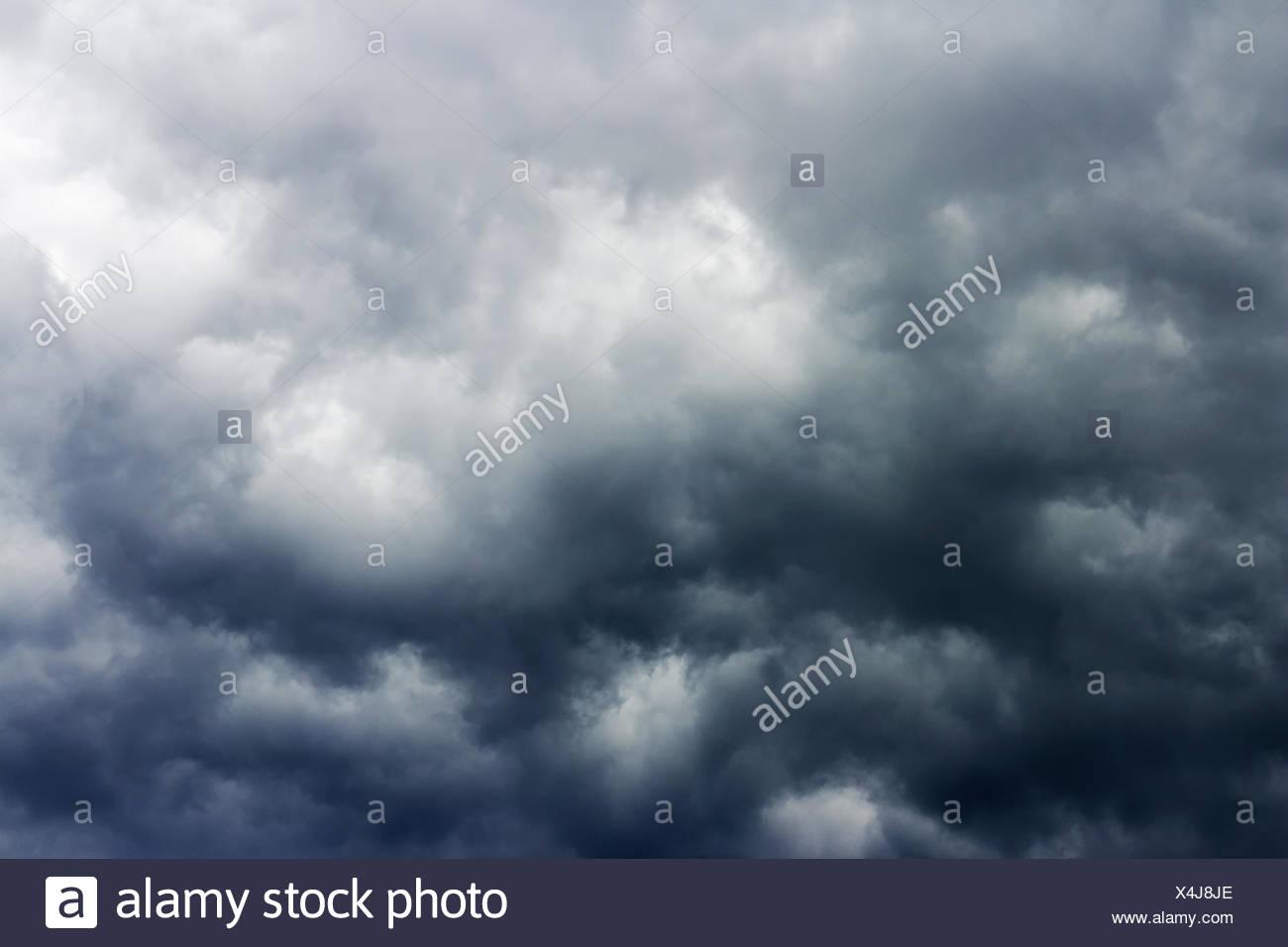 Amenazante cielo nublado Imagen De Stock