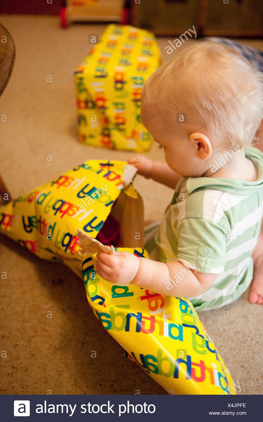 Desenvolver regalos para bebés Imagen De Stock