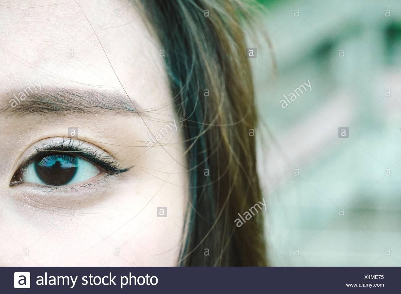 Primer plano de una joven ojo Imagen De Stock