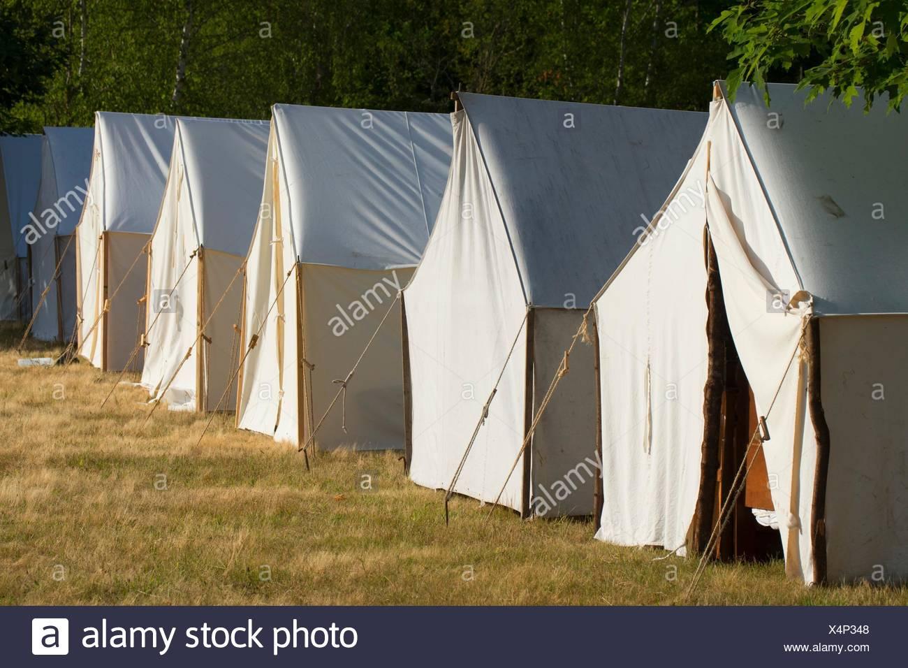 El campamento de tiendas de campaña, la Guerra Civil la re-creación, misión Willamette State Park, en el estado de Oregon. Imagen De Stock