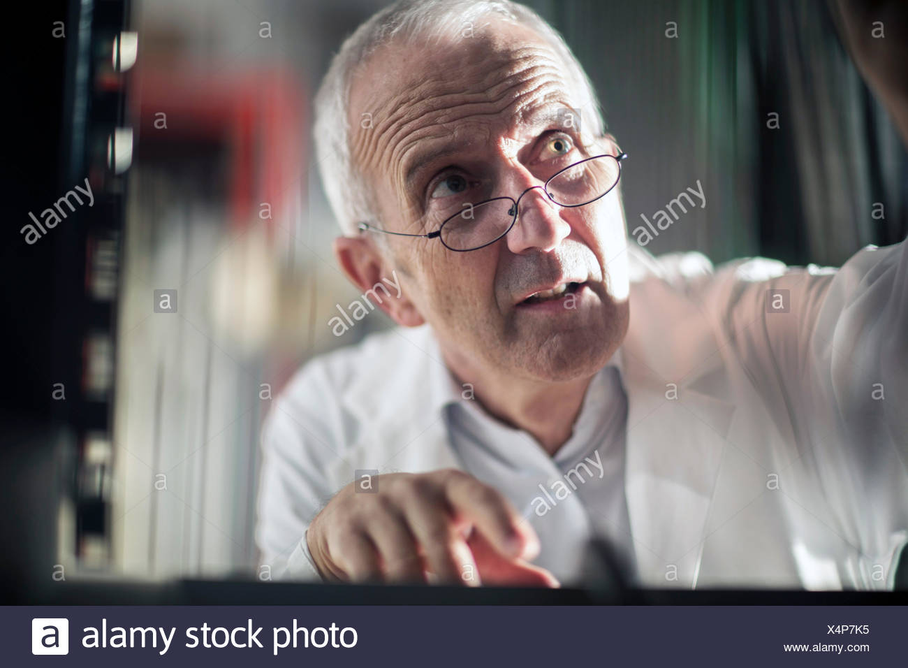 Retrato del hombre, dispositivo de control Imagen De Stock