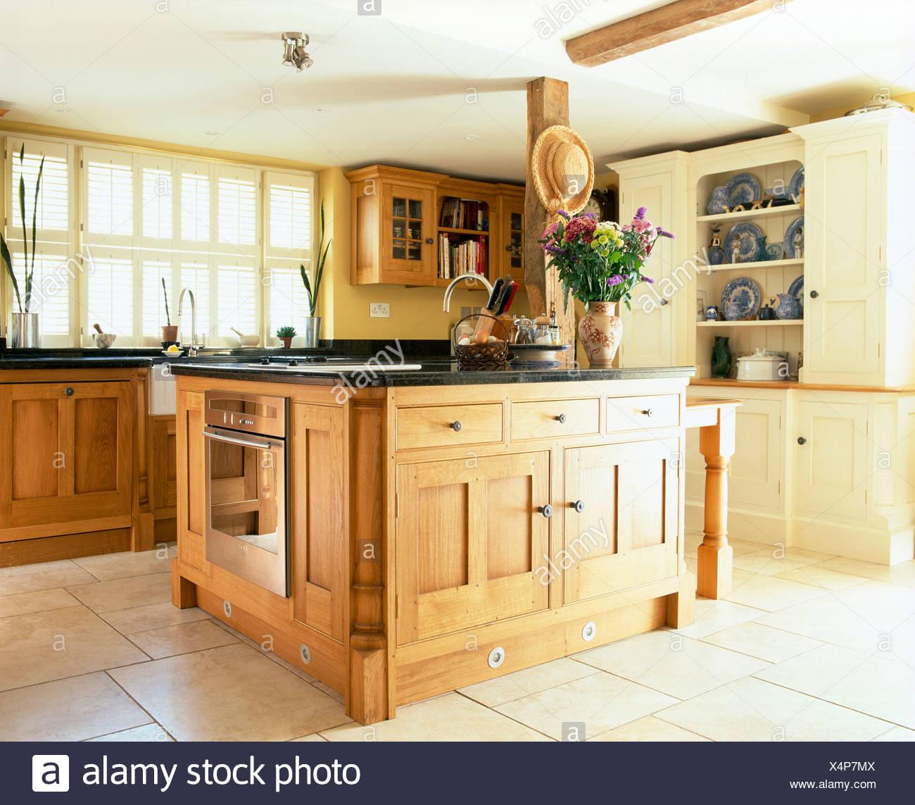 Kitchen Neutral Neutrals Sink Imágenes De Stock & Kitchen Neutral ...