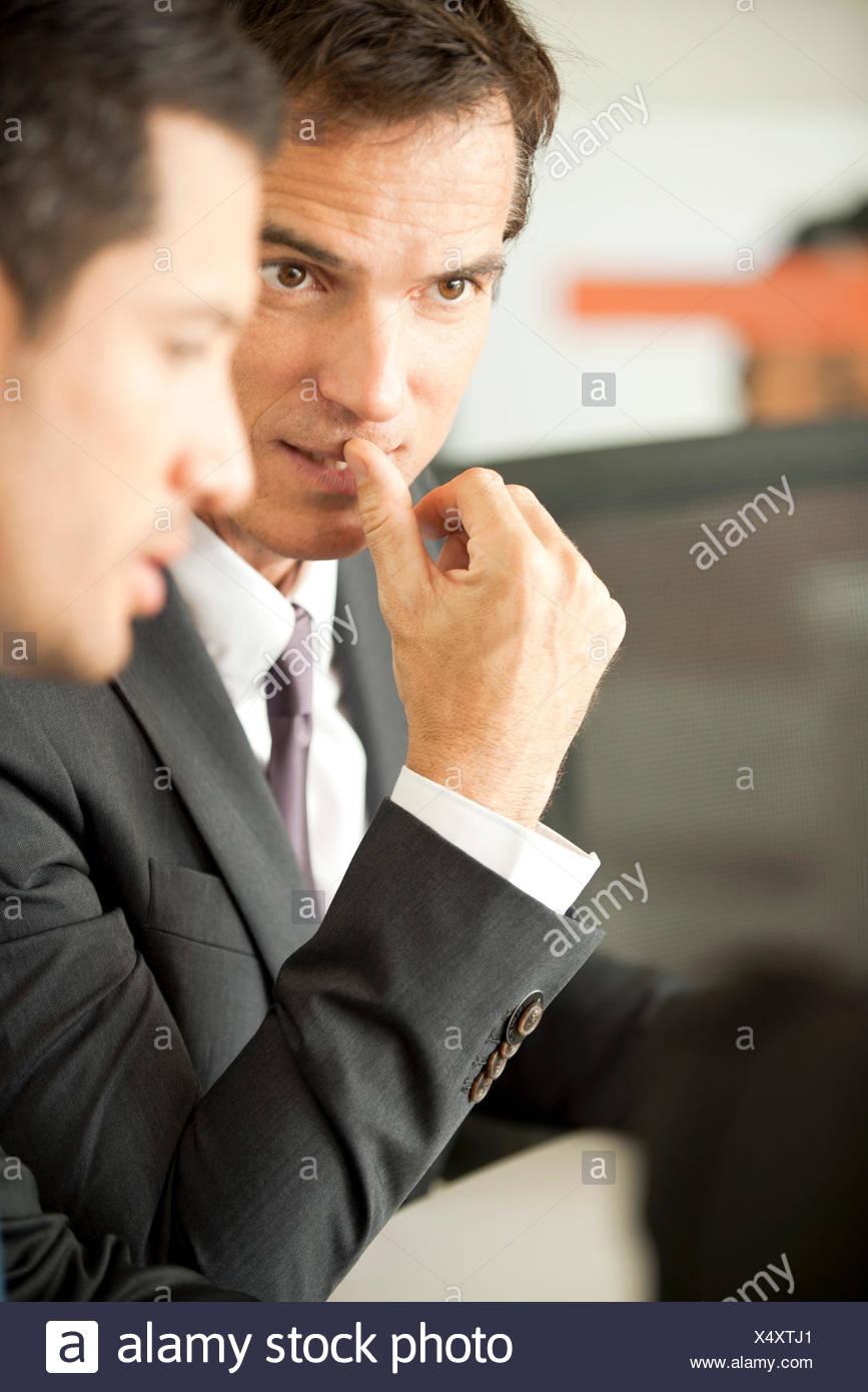 Los empresarios negociando Imagen De Stock