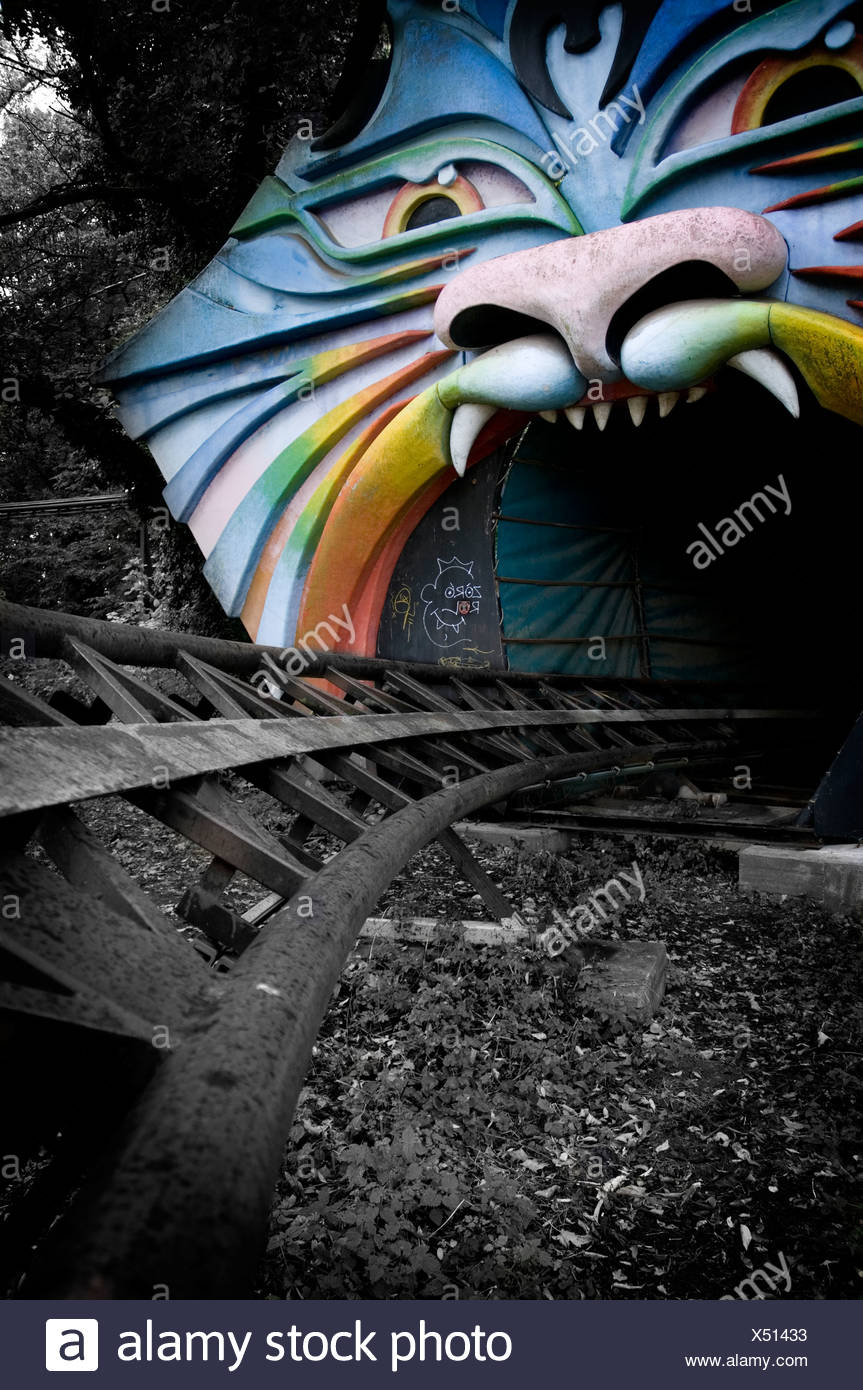 Antiguo parque de diversiones en Berlín con tren Imagen De Stock