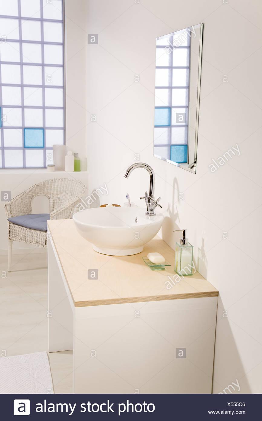 Mesa Para Lavabos Modernos.Los Banos Wash Espejos Mesa Bano Interiores Brillantes